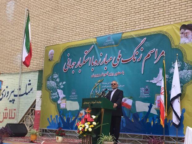 ١٣ آبان نماد همبستگی ملت ایران است