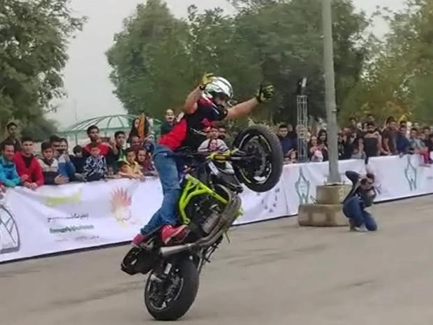 موتورسواران بیرجندی با حرکات نمایشی رقابت کردند