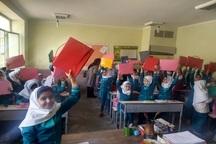 نوشت افزار هزار دانش آموز دبستانی سیل زده شیراز توزیع شد
