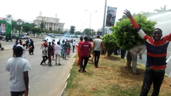 درگیری پلیس نیجریه با معترضان شیعه+ تصاویر