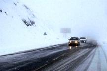 تردد در جاده های همدان نیازمند زنجیرچرخ است  شکستن پل جاده همدان به تهران را مسدود کرد
