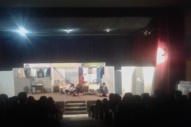نمایش بازارچه ساحلی در آستارا روی صحنه رفت