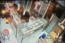 دستگیری سارقانی که با کمک یک کودک از طلا فروشی ها سرقت می کردند
