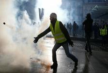 تظاهرات جنبش جلیقه زردها در فرانسه همچنان ادامه دارد