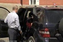 عکس/ زن مرموز در خودروی پوتین کیست؟