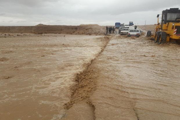 بارندگی اخیر سبب جاری شدن سیلاب در رودخانههای فصلی یزد شد