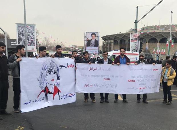 راهپیمایان تهرانی «زکریا الجابر» را درآغوش کشیدند