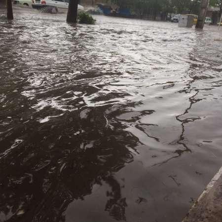 آبگرفتگی شدید معابر در ابهر بر اثر بارش شدید باران