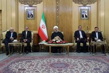 روحانی: آمریکا قادر نیست از هزاران کیلومتر فاصله برای منطقه ما نسخه پیچی کند