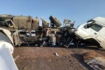 2 خودروی سنگین در قزوین بر اثر برخورد با یکدیگر واژگون شدند