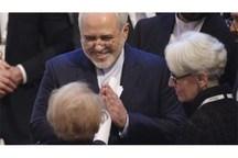 گپ کوتاه ظریف با وزیر خارجه اسبق آمریکا در مونیخ +عکس