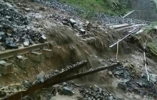 سیل خط آهن میانه - زنجان را تخریب کرد