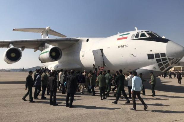 هواپیمای حامل پیکر شهدای حادثه تروریستی وارد اصفهان شد