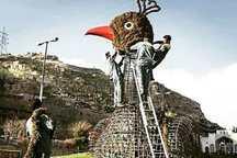 طاووس دروازه قرآن، ایستاده باز می گردد