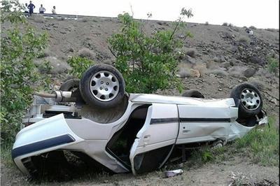 واژگونی خودرو در تیران پنج مصدوم داشت