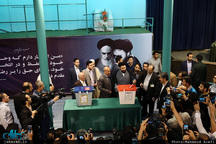 سیدعلی خمینی و عارف و همسرش پای صندوق رأی+ تصاویر