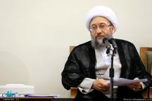 آیتالله آملی لاریجانی: صرف برخورد قضایی، مشکلات اقتصادی را حل نمیکند/ عدهای برای مطرح کردن خود، به قوه قضاییه نسبت خلاف میدهند