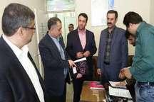 رئیس ستاد انتخابات قزوین از مراکز ثبت نام داوطلبان شوراها در بوئین زهرا و تاکستان بازدید کرد