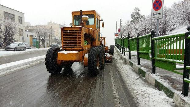 بیش از 130 دستگاه خودرو برف روب در شهر مشهد مستقر شد
