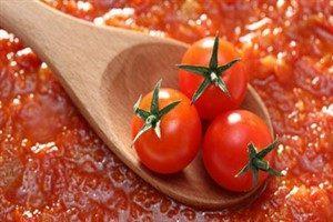 کارخانهها گوجه را کیلویی ۵۰۰ تومان میخرند اما قیمت رب را کاهش نمیدهند