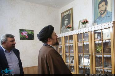 حضور سیدحسن خمینی در منزل شهیدان سلیمی
