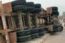 در واژگونی تریلی راننده کشته شد  سرنشین دیگر خودرو به دلیل تاخیر در امدارسانی جان سپرد