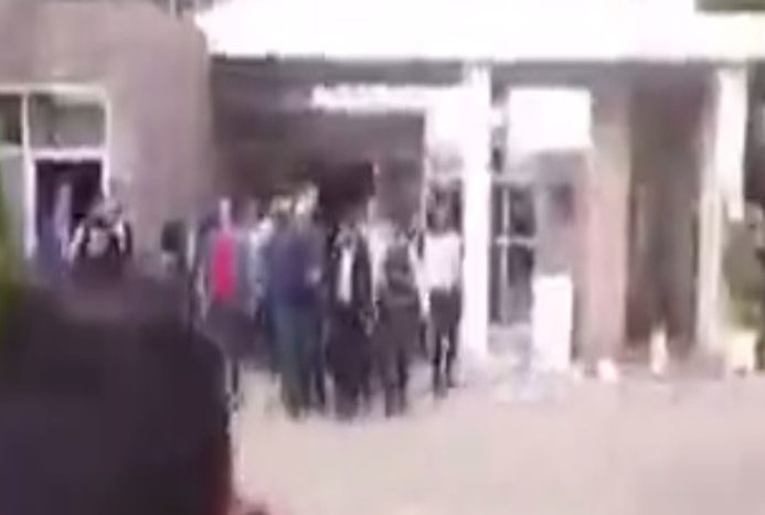 اسکورت عجیب مهران مدیری در مشهد و مردمی که با بی توجهی او مواجه می شوند! / فیلم