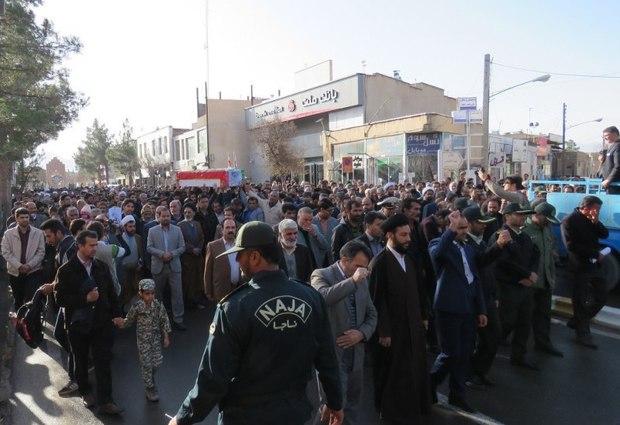 پیکر سرباز شهید در قاینات تشییع شد