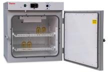 350 میلیون تومان تجهیزات جدید آزمایشگاهی به ششده فسا داده شد