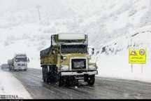 بارش برف برخی گردنه های استان قزوین را فرا گرفت