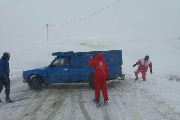 هلال احمر زنجان به 610 نفر در برف و کولاک امداد رسانی کرد