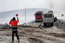 30 تیم راهداری در گردنه های برفگیر جنوب کرمان مستقر است