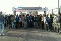 اعتراض جمعی از جوانان شهرستان کارون دراعتراض به استخدام ها در نیشکر سلمان فارسی