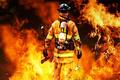 مردانی که دست خالی به جنگ  آتش میروند