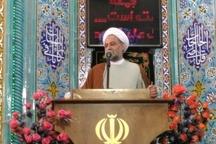 امام جمعه سمیرم: همه باید با تمام توان برای اقامه نماز تلاش کنند