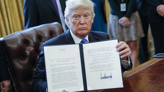 ان.بی.سی نیوز : ترامپ فرمان جدید مهاجرتی را دوشنبه امضا می کند