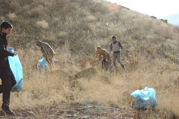 دوستداران محیط زیست طبیعت اسکان را پاکسازی کردند
