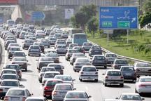 ترافیک سنگین در محور کرج - چالوس  رانندگان از مسیرهای جایگزین استفاده کنند