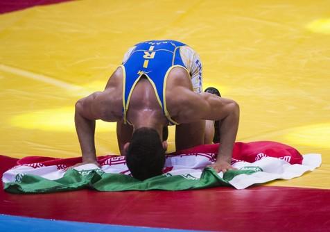 ایران با شکست آمریکا قهرمان جام جهانی کشتی آزاد شد/ تیم ملی کشتی آزاد جمهوری اسلامی ایران در فینال جام جهانی، آمریکا را ۵ بر ۳ شکست داد تا برای ششمین بار متوالی عنوان قهرمانی این رقابتها را بدست آورد