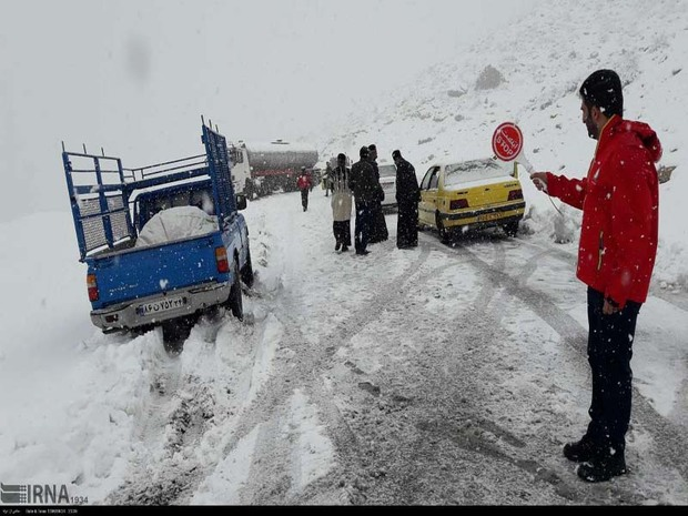 بارش برف گردشگران منطقه تاراز اندیکا را غافلگیر کرد