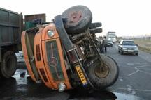 اوژانس قزوین خانواده گرفتار در کامیون واژگون شده را نجات داد