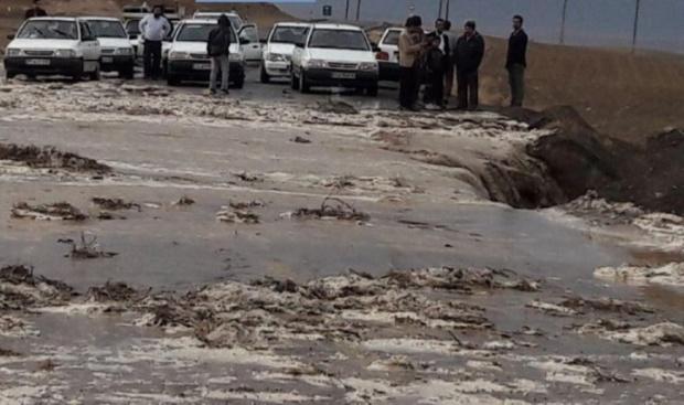 سیلاب راه 6 روستای شهرستان کلات را مسدود کرد