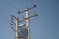 یک سارق حین ربودن ترانس برق در دلیجان جان باخت