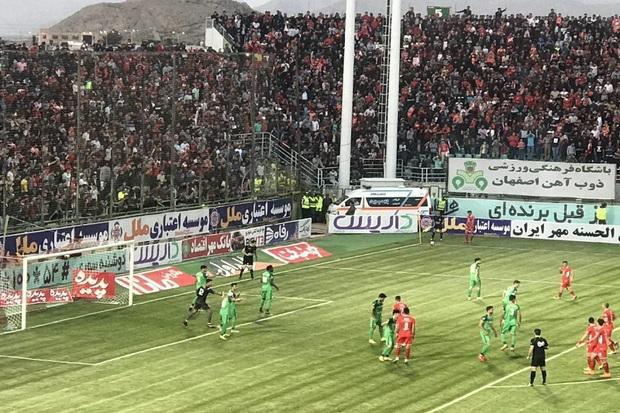 حاشیه های دیدار فوتبال ذوب آهن و پرسپولیس در اصفهان