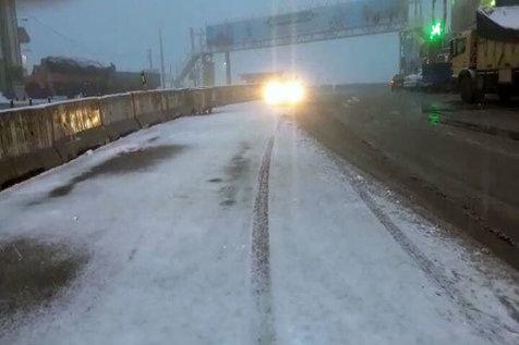 بارش برف سنگین در محورهای هراز وفیروزکوه