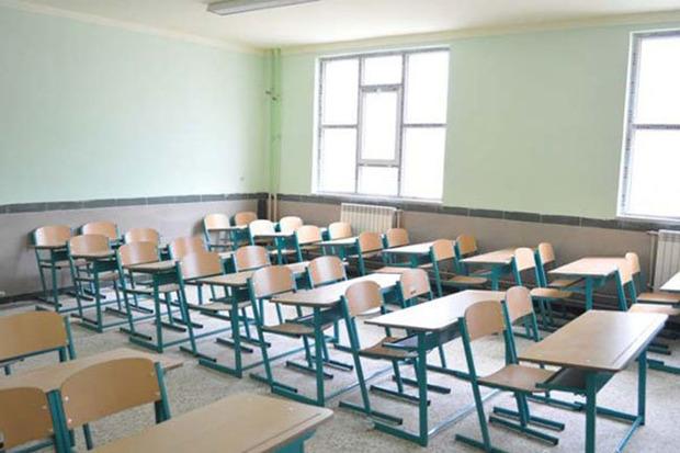 بارش برف مدارس  برخی مناطق استان مرکزی را تعطیل کرد