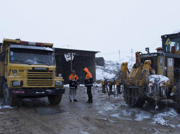 راه دسترسی همه روستاهای گرفتار در برف گلستان باز شد