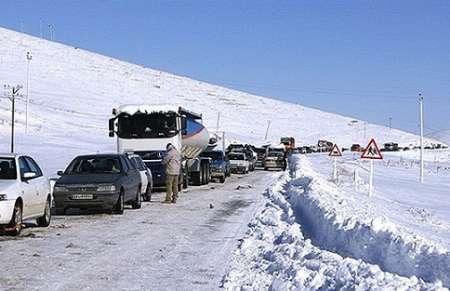 بارش سنگین برف جاده بروجرد به اشترینان را مسدود کرد