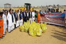 مسئولان و مردم ساحل چابهار را از زباله پاکسازی کردند