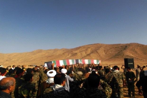 پیکرهای مطهر 2 شهید گمنام دفاع مقدس در شیراز تشییع شد
